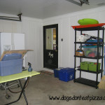 For today's Finish It Friday, I'm revealing the finished organized garage! Check out how much better it looks now - dogsdonteatpizza.com