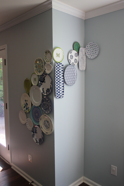 View Along the Way Plate Wall, wall decor, quick decor changes, weekend decor, painted picture frames, thrift store plates, monochromatic