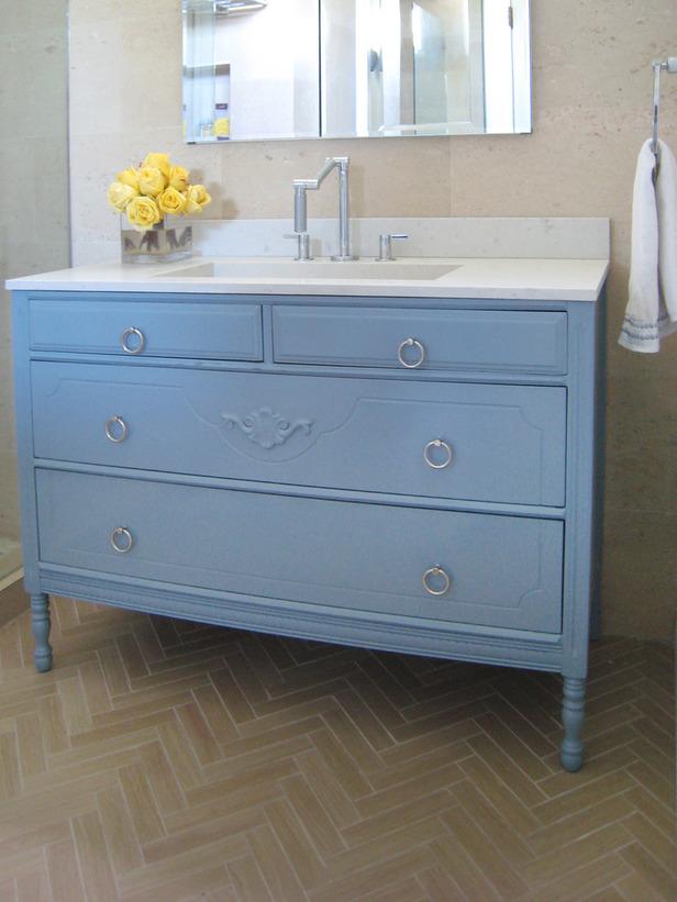 original-Erinn-Valencich_bathroom-vanity-beauty_s3x4_lg