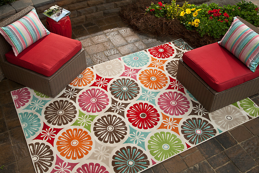 update-outdoor-space - outdoor-rug - Mohawk-Homescapes
