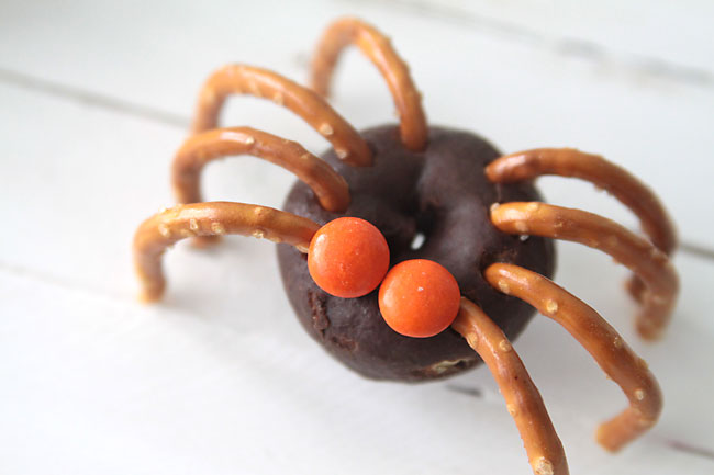 donut-pretzel-spiders-halloween-easy-fun-kid-craft - Mohawk Homescapes
