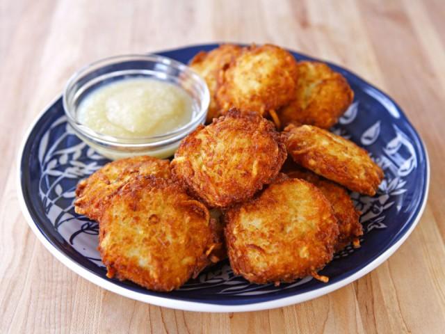 Crispy-Panko-Potato-Latkes-Punchfork