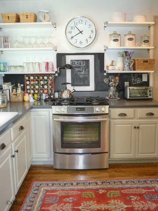 Chalkboard paint backsplash - quick fixer upper projects - mohawkhomescapes.com