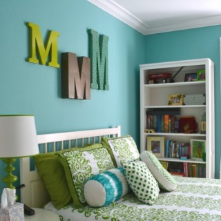 It's finally finished! My daughter's blue and green bedroom - at dogsdonteatpizza.com