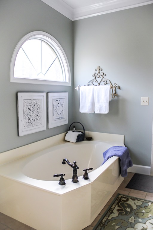 Serene Bed and Bath Colors for a Spa Feel