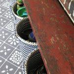 Front porch organization - bench and basket storage - dogsdonteatpizza.com