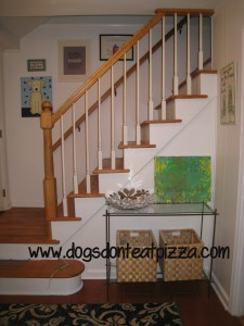 How I turned our boring beige entry and stairs into a welcoming colorful space - thediybungalow.com