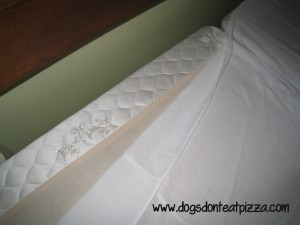 The simple solution to how to keep a bedskirt in place - thediybungalow.com