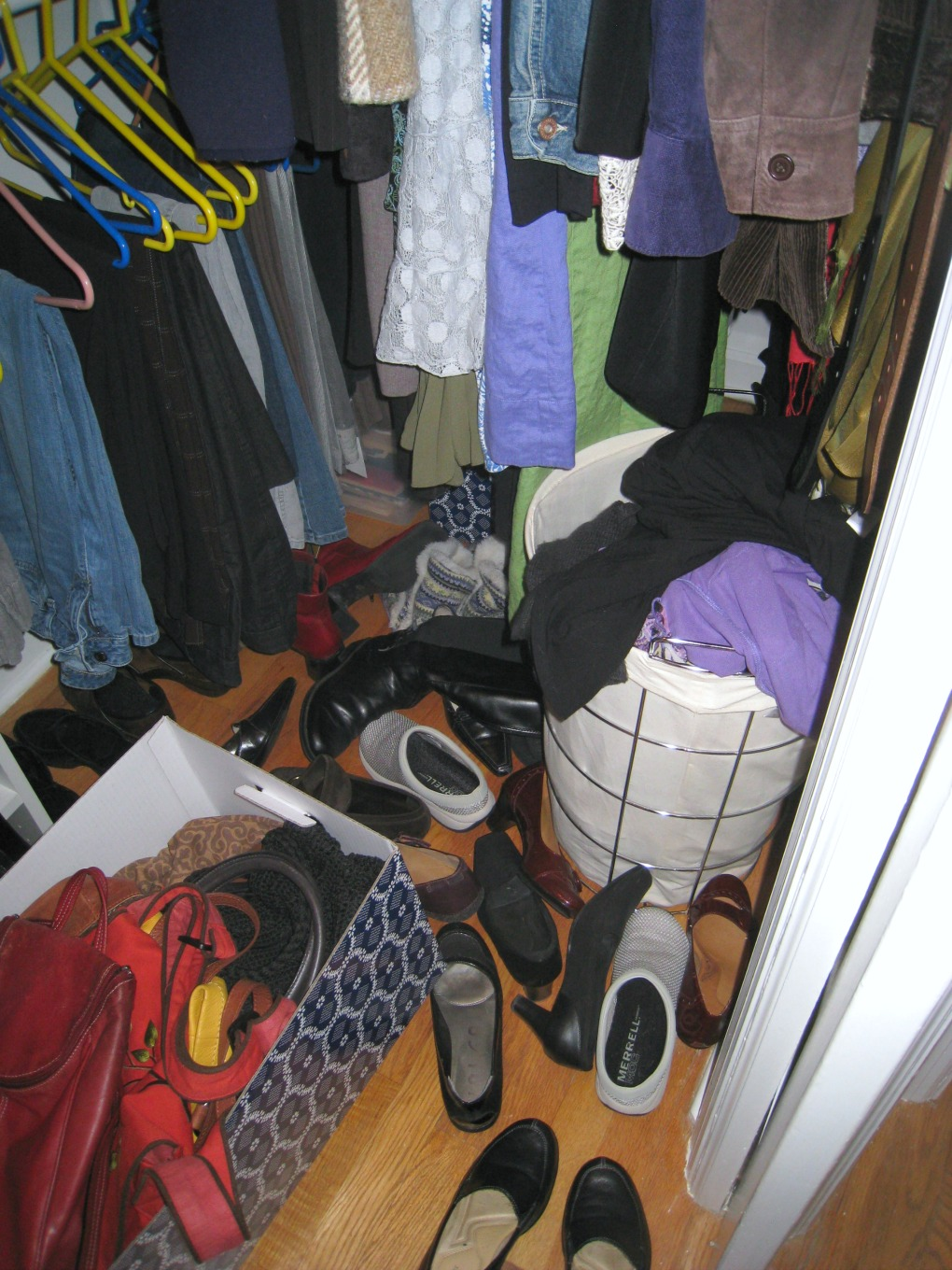 Go from this to an organized closet in one afternoon! TheDIYBungalow.com