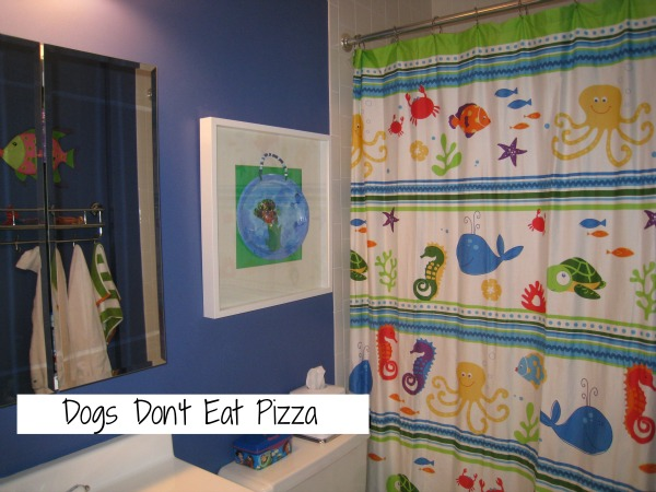 Kids' bathroom before - thediybungalow.com