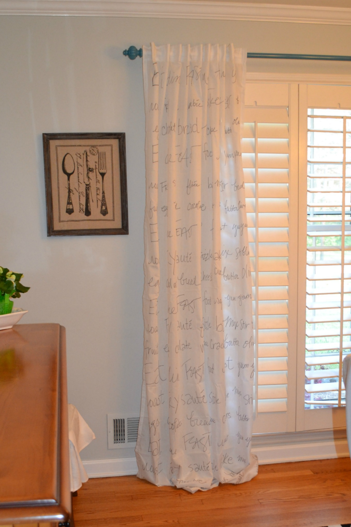DIY curtains with a Sharpie - thediybungalow.com