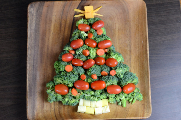 vegetable-and-cheese-christmas-tree