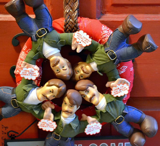 You Might Be a Redneck Wreath Close-Up - thediybungalow.com