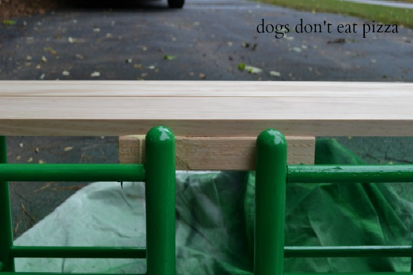 How to make a bench from an old headboard - thediybungalow.com