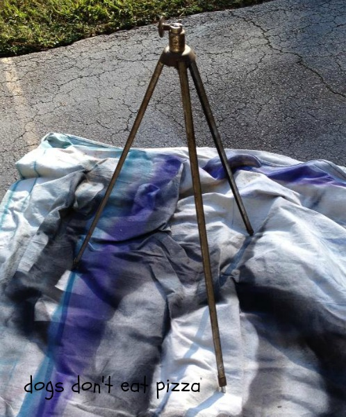 how to make a tripod lamp - thediybungalow.com