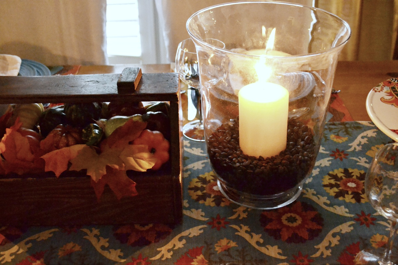 Use coffee beans for a fragrant fun candle holder to bring natural elements to your Thanksgiving table - thediybungalow.com