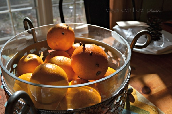 Pomanders are a fragrant, pretty way to bring natural elements to your Thanksgiving table - thediybungalow.com