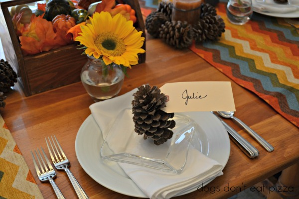 Turn pinecones into place card holders to bring natural elements to Thanksgiving table - thediybungalow.com
