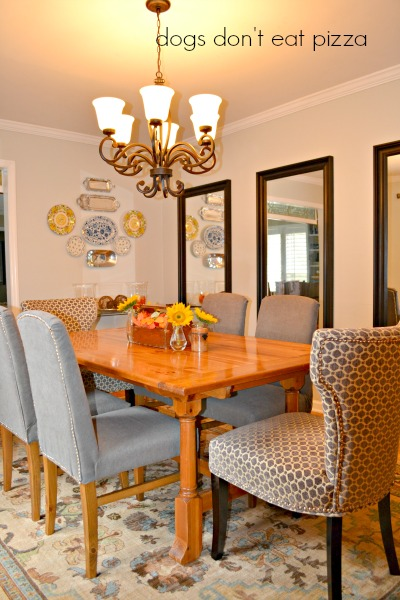 The dining room reveal showing how to decorate a big wall and how to choose a rug - thediybungalow.com