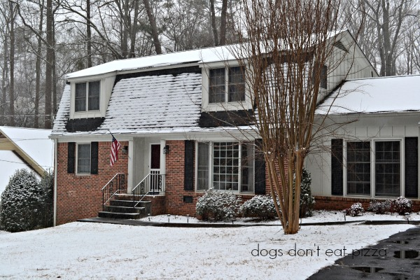 snowy house - thediybungalow.com