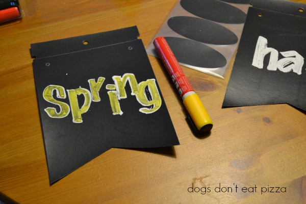 Spring Chalkboard Banner - thediybungalow.com