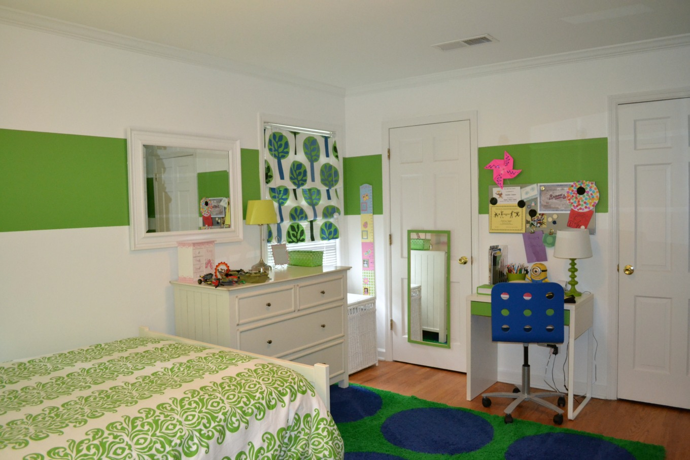 Other side of my daughter's room before bedroom redo on a budget - thediybungalow.com