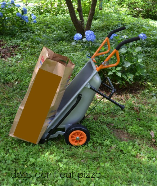 WORX-cart-lawn-bag-holder - review - Dogs Don't Eat Pizza