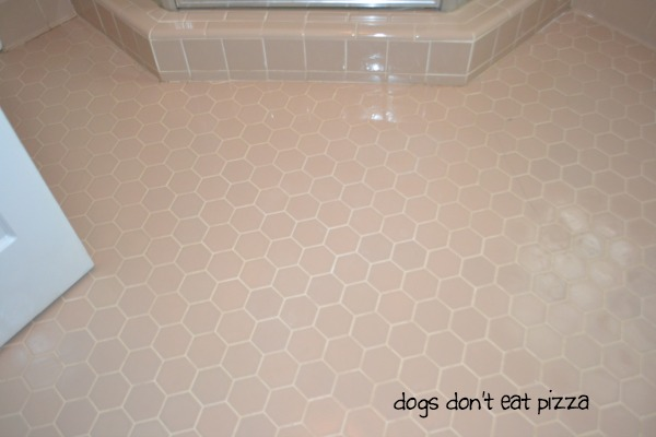 Clean floor using best all-natural way to clean grout - thediybungalow.com