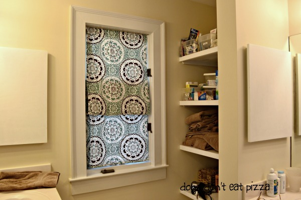 faux-roman-shades-shower-curtain - thediybungalow.com
