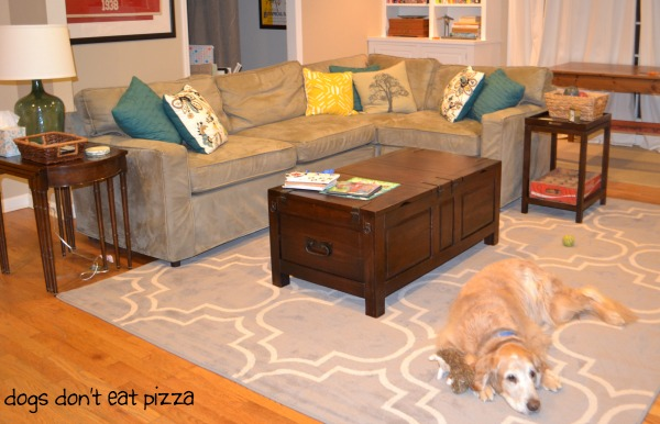 Trunk-like coffee table - Dogs Don't Eat Pizza