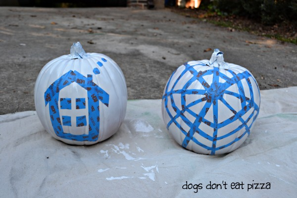 Easy painted pumpkins - thediybungalow.com
