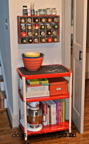 vintage spice rack and kitchen cart - vintage Coke crate spice rack - thediybungalow.com