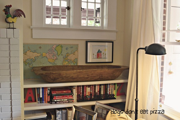 Built-in shelves in the living room in the 1929 House - thediybungalow.com