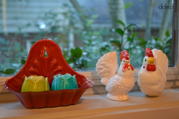 salt shakers on window sill - kitchen - thediybungalow.com