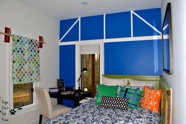 Paint an accent wall as one of five ways to decorate a big wall - thediybungalow.com