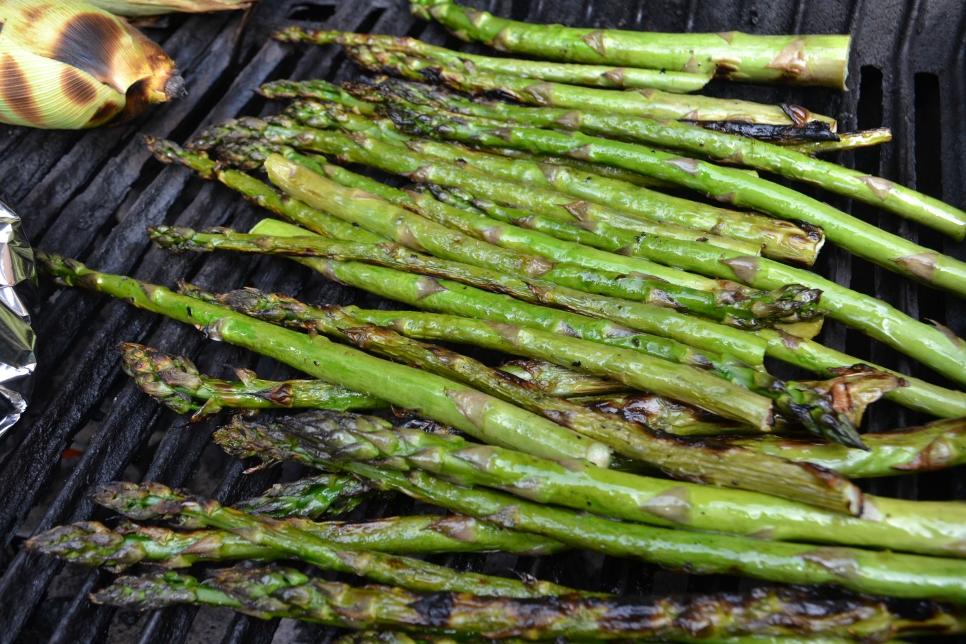 Grilled asparagus is a tasty easy recipe for the grill - thediybungalow.com