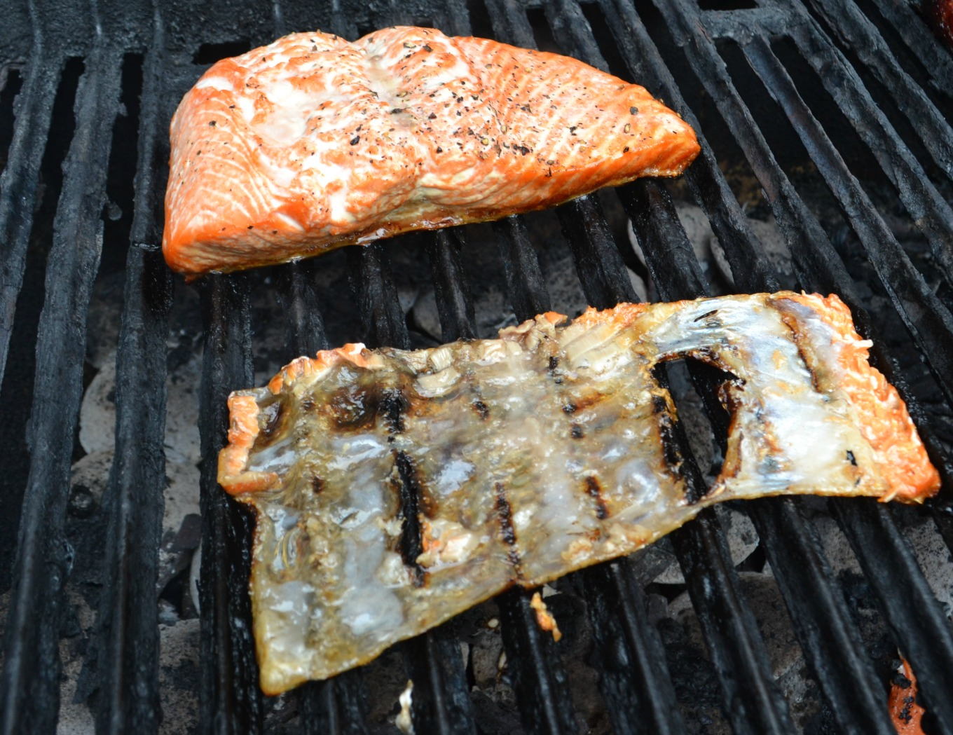 Leave the skin on the grill or remove it to clean up easy recipes for the grill - thediybungalow.com