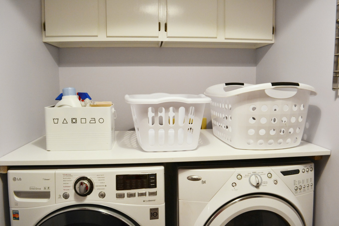 DIY laundry folding counter - thediybungalow.com