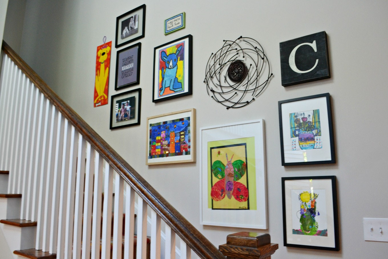 Gallery wall as one of five ways to decorate a big wall - thediybungalow.com