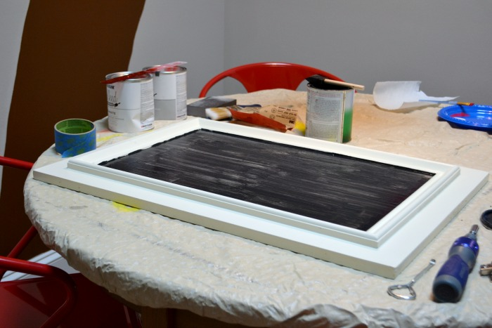 One coat of chalkboard paint - How to turn a cabinet door into a memo board - thediybungalow.com