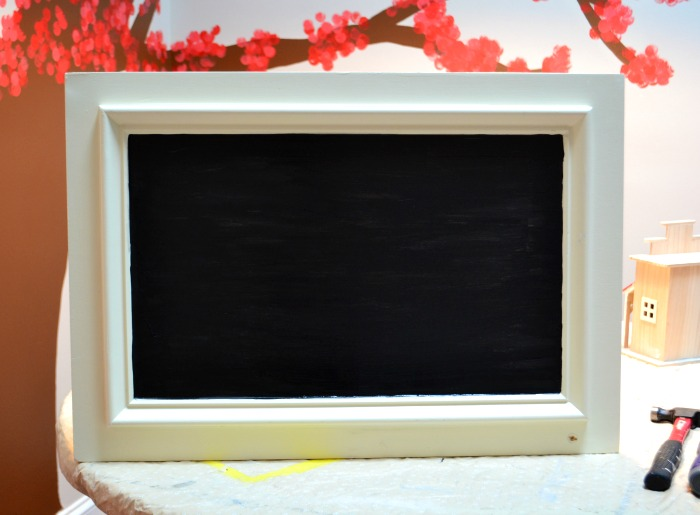 Turn an old cabinet door into memo board - thediybungalow.com