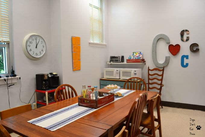 The teachers' lounge renovation with a fresh coat of bright paint - thediybungalow.com