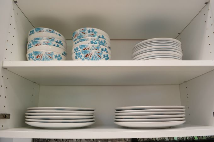 No more mismatched dishes in the teachers' lounge renovation - thediybungalow.com