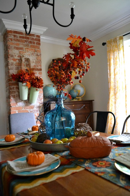 Decorating for fall in our dining room - thediybungalow.com