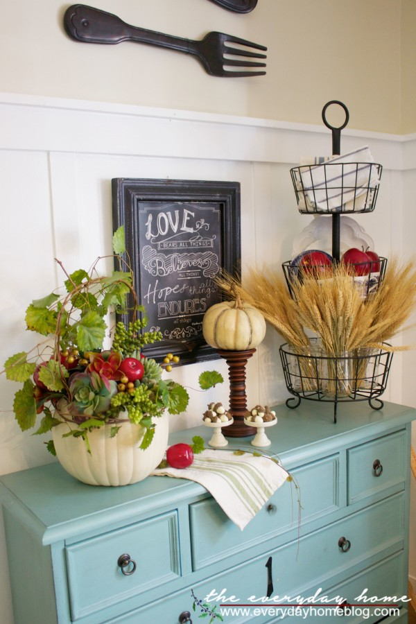 Fall-Apple-and-Pumpkin-Planter-Vignette-The-Everyday-Home-www.everydayhomeblog.com - all things fall - Dogs Don't Eat Pizza