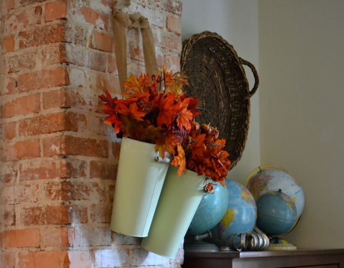 Fall leaves in the dining room decorating for fall - thediybungalow.com