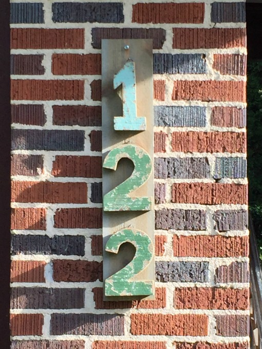 How to make your house numbers stand out / thediybungalow.com