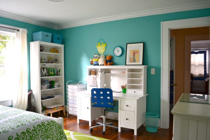 Repainted my daughter's bedroom with HGTV Home by Sherwin Williams paint and was impressed - thediybungalow.com