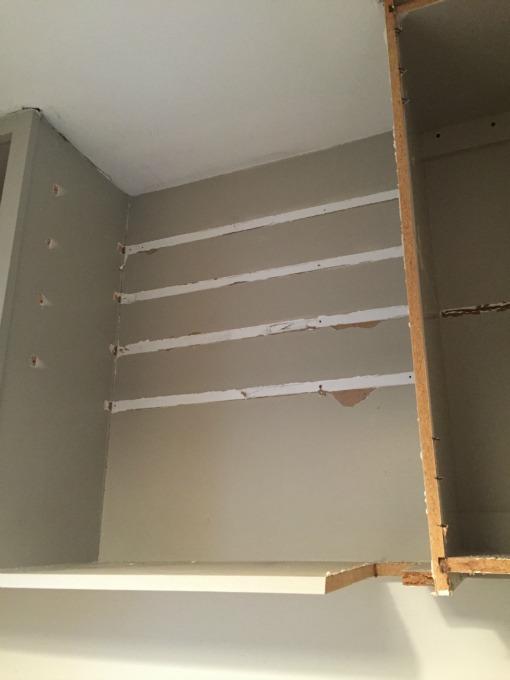 Pantry shelf demo fail - thediybungalow.com