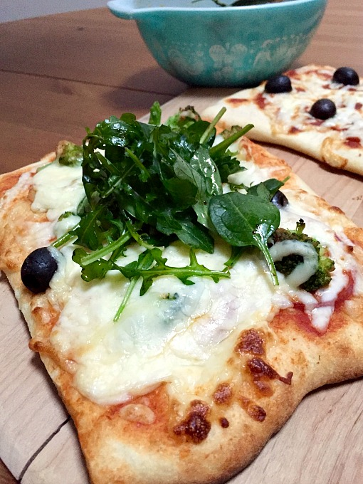 Veggie pizza with arugula salad topper - Make-Your-Own Pizza Night - thediybungalow.com